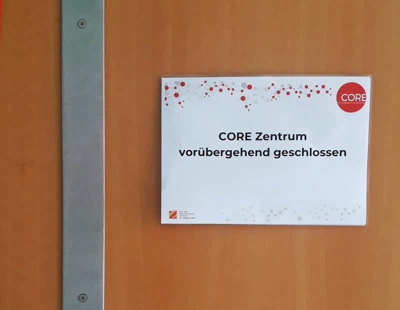 Schild CORE Zentrum geschlossen