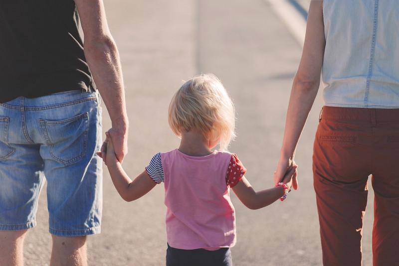 Eltern mit Kleinkind