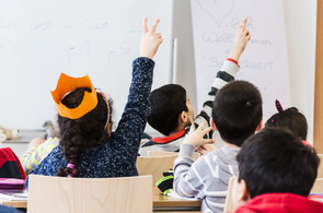 Kinder beim Arabischlernen im CORE Zentrum
