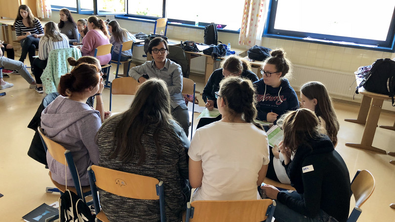 Gruppe Jugendlicher beim Peer Projekt